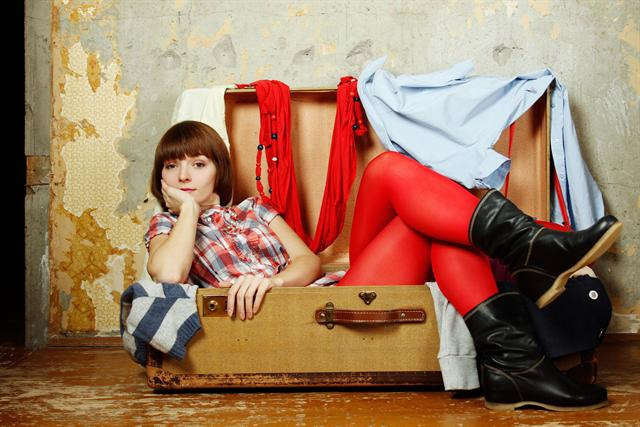 Kofferpacken kann so nervig sein: Gut, dass man sich um die Zahnpflege-Utensilien nicht mehr extra kümmern muss, das Reiseset ist schon fertig gepackt. - Foto: djd/SUNSTAR/Sunny-baby Fotolia.com