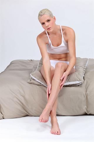 Schmerzhafte Muskelverspannungen und Wadenkrämpfe können bei jedem auftreten - und sie sind mehr als unangenehm. - Foto: djd/Diasporal/panthermedia.net