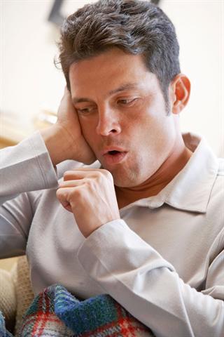 Bei Husten sollte man die empfindliche Bronchialschleimhaut vor wiederkehrenden Entzündungen schützen. - Foto: djd/G. Pohl-Boskamp/thx